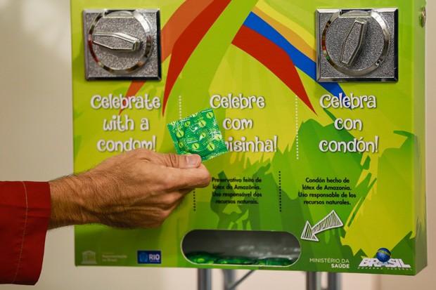 Máquina de camisinhas da Vila Olímpica. Essa, esperamos, não vai dar problema (Foto: Buda Mendes/Getty Images)
