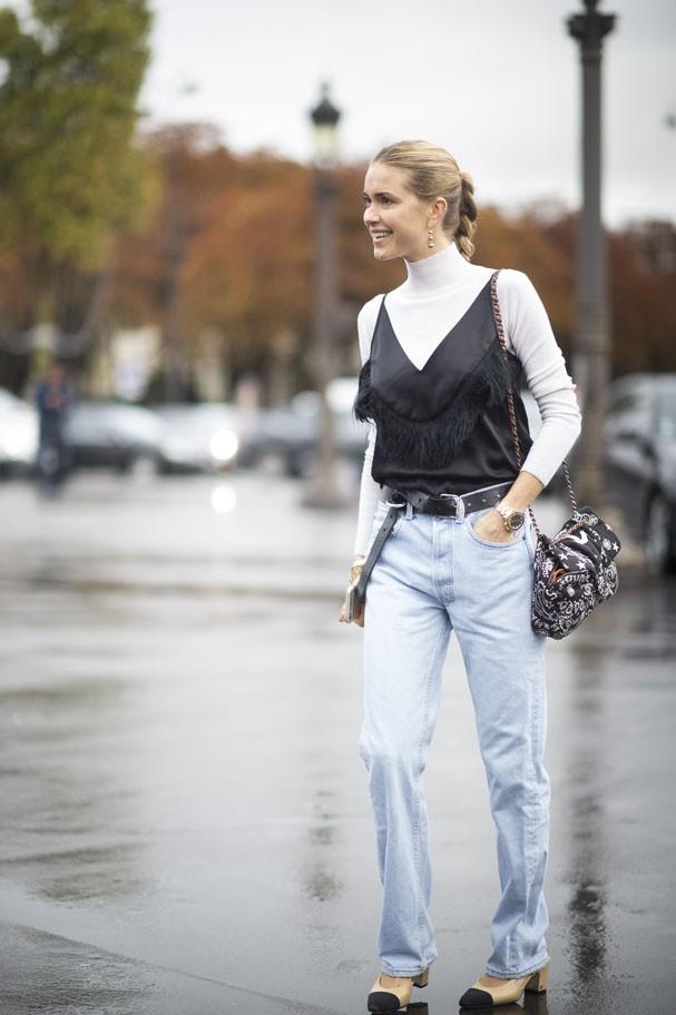 Se pode o sutiã e o top, pode também a blusa com cara de camisola... Amamos! (Foto: Getty Images)