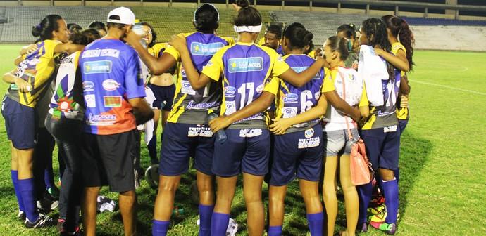 Abelhas Rainhas comemoram vitória (Foto: Josiel Martins )