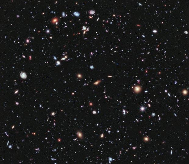 Foto XDF, obtida pelo Hubble, mostra galáxias a mais de 13 bilhões de anos-luz da Terra (Foto: Nasa; ESA; G. Illingworth, D. Magee, and P. Oesch, University of California, Santa Cruz; R. Bouwens, Leiden University; HUDF09 Team)