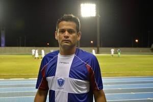Atacante do Oratório, Everton, marcou dois gols na partida  (Foto: Gabriel Penha/GE-AP)