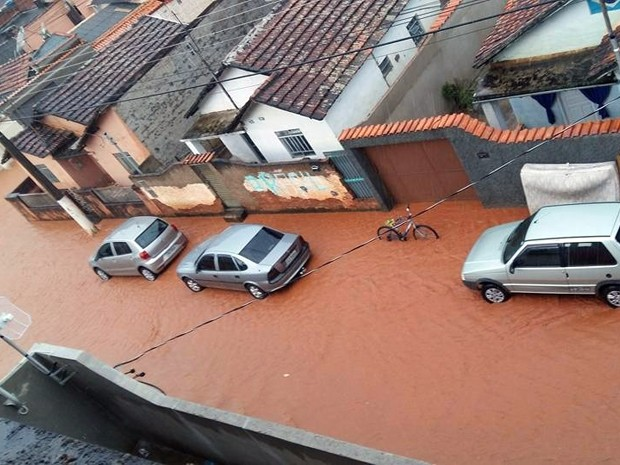 Chuva, alagamento, Itajubá (Foto: Sônia Ronaldo)