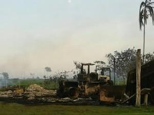 Grupo mata trabalhador e incendeia sede de fazenda em Alto Paraíso, RO (Foto: Polícia Militar/Divulgação)