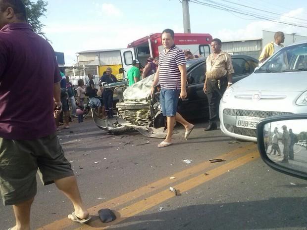 Acidente aconteceu na BR-343, próximo ao bairro Dirceu Arcoverde (Foto: G1 PI)