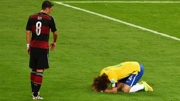 David Luiz Ozil Brasil x Alemanha (Foto: Reprodução)