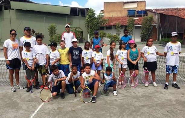 Marina Tavares desenvolve projeto com crianças carentes (Foto: Divulgação / Instituto Marina Tavares)