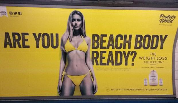 Cartaz de produtos de emagrecimento gerou polêmica em Londres (Foto: BBC/PA)