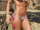 Caroline Bittencourt mostra o abdômen sarado em foto na web