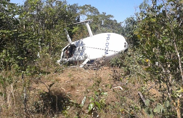 Helicóptero cai em Corumbá de Goiás e os quatro ocupantes sobrevivem 3 (Foto: Reprodução/ Corpo de Bombeiros)