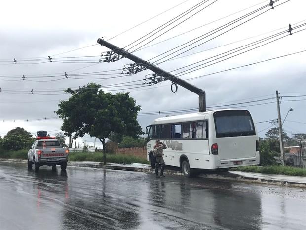 Acidente ocorreu na Avenida Nathan Xavier, bairro Novo Aleixo (Foto: Patrick Marques/G1 AM)