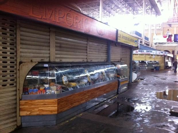 Bancas do primeiro andar do Mercado não foram afetadas pelo fogo (Foto: Gabriela Haas/G1)