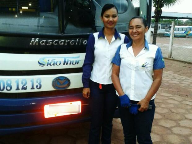 Mãe e filha são motoristas de ônibus há mais de dez anos (Foto: Michele Oliveira/Arquivo Pessoal)