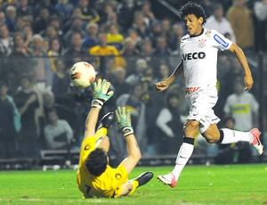 Romarinho marca gol do Corinthians contra o Boca Juniors (Foto: Marcos Ribolli / Globoesporte.com)