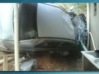 Motorista perde controle e carro invade residência em Barra Mansa