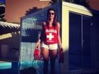 Quem quer se afogar? Thaila Ayala posta foto de salva-vidas sensual