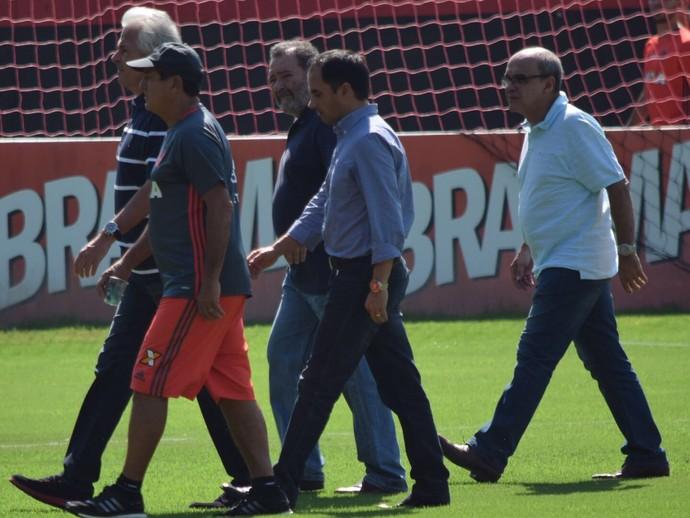 Godinho, Muricy, Fred Luz, Rodrigo Caetano e Bandeira conversaram (Foto: Andrey Menezes/IFlamengoNews)