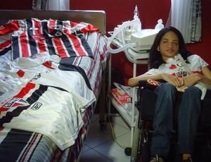 Alline se preparando para realizar o sonho de conhecer o Morumbi (Foto: Cauê Maldonado / GloboEsporte.com)