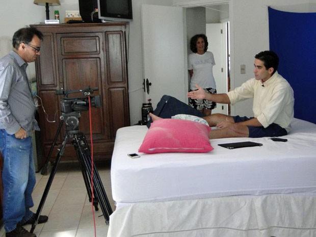 Felipe Dib gravou as primeiras aulas de inglês logo após o acidente (Foto: Arquivo pessoal)