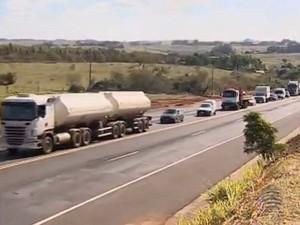 Condutores não respeitam as sinalizações devido à falta de paciência (Foto: Reprodução/Tv Fronteira)