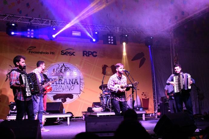 """A banda ficou contente com o convite para o arraiá no Paraná: """"Nosso som ultrapassou fronteiras eultrapassou várias fronteiras e veio parar aqui"""" (Foto: Fernando Benega/RPC)"""