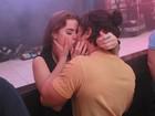 Douglas Sampaio e Rayanne Morais beijam muito em show no Rio