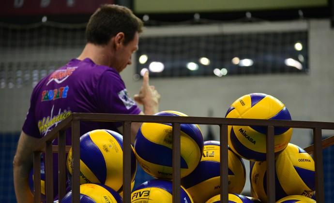 Cezar Douglas técnico Vôlei Taubaté (Foto: Danilo Sardinha/GloboEsporte.com)