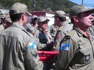 Bombeiros de Petrópolis recebem homenagem por atuação na tragédia da Serra. (Foto: Chandy Teixeira)
