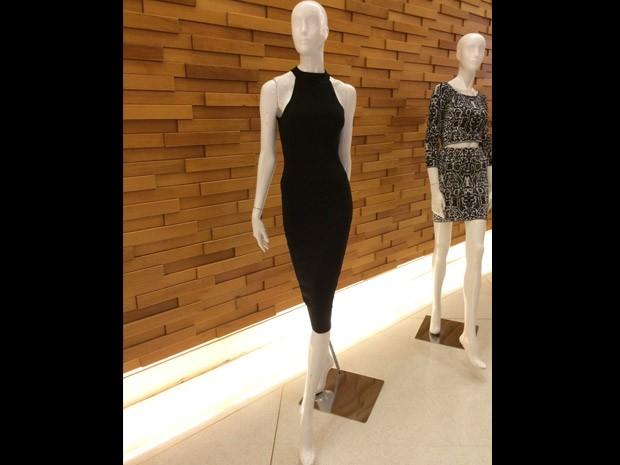 Manequim veste a pea escolhida por Kim Kardashian para lanamento de coleo de fast fashion (Foto: Felipe Costa)