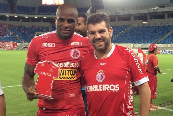 Homenagem Cleber gol 100 do América-RN na Arena das Dunas (Foto: Augusto Gomes/GloboEsporte.com)