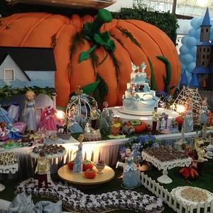 Mesa da Cinderela-Festa filha de Luciano (Foto: Reprodução/Instagram)