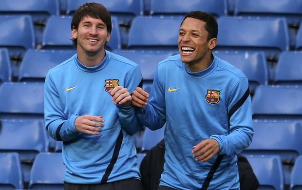 Messi e Adriano em treino do Barcelona (Foto: Reuters)