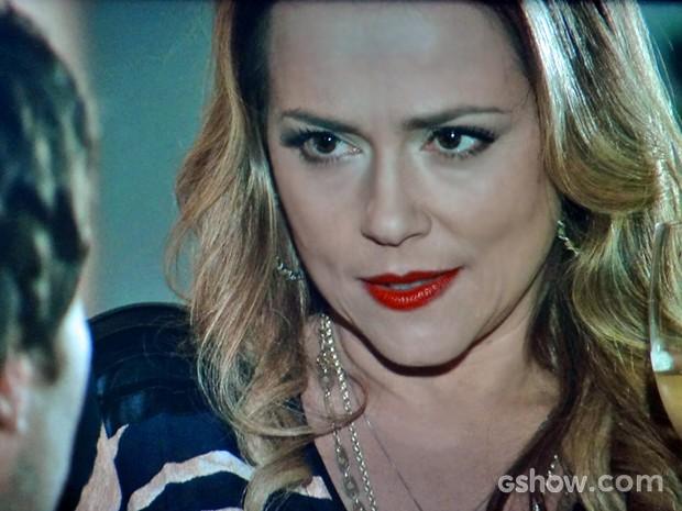 Shirley cansa de brincadeira e pressiona Laerte (Foto: Em Família/ TV Globo)