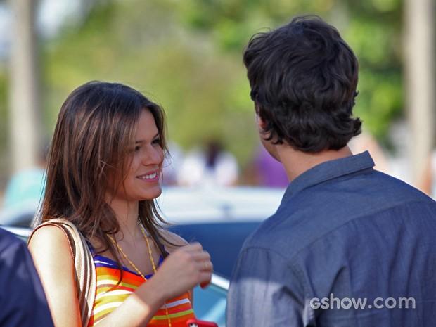 Bruna Marquezine e Gabriel Braga Nunes conversam antes das gravações (Foto: Carol Caminha/ TV Globo)