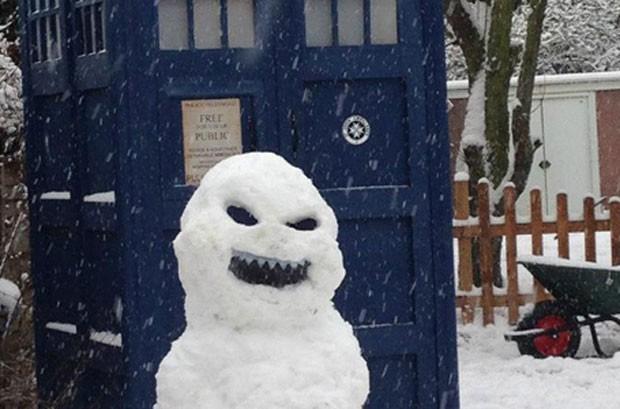 Boneco de neve assustador feito no Reino Unido (Foto: Reprodução/Facebook/Doctor Who )