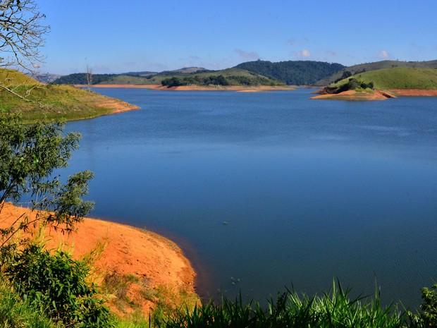 Imagem do dia 27 de junho da represa do Jaguari, que faz parte do Sistema Cantareira, em Jacareí, interior de São Paulo (Foto: Nilton Cardini/Estadão Conteúdo)