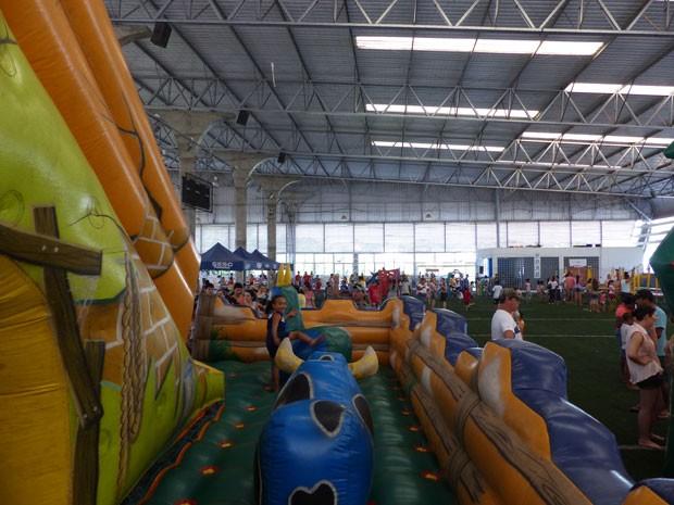 Em Paranavaí, a festa foi concentrada em um ginásio (Foto: Divulgação/RPC TV)