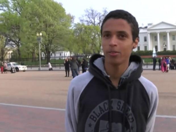 'Por lutar por um direito humano fomos torturados psicologicamente, agredidos, cercados em nossas próprias escolas, sufocados, perseguidos e presos pela polícia', disse o estudante Igor Miranda, 17 anos. (Foto: Reprodução/BBC)