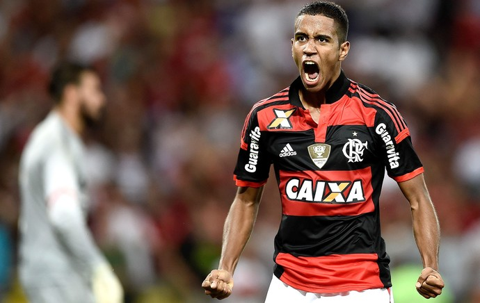 Gabriel comemora gol do Flamengo contra o Internacional (Foto: Getty Images)