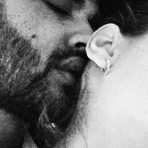 Gusttavo Lima posa agarradinho com mulher (Foto: Instagram/ Reprodução)