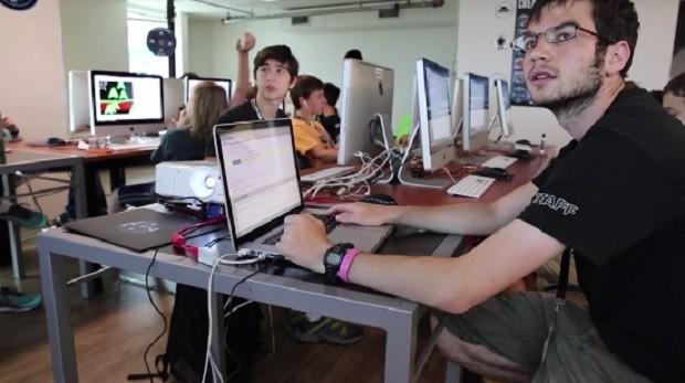 Alunos em curso de programação da Digital Media Academy (Foto: Divulgação Digital Media Academy)