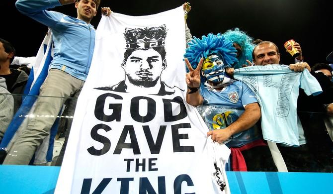 torcida Uruguai faixa Suarez (Foto: AP)