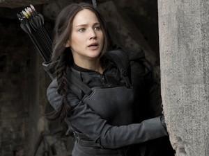 Jennifer Lawrence em cena de 'Jogos vorazes: A esperança - Parte 1', que estreia nesta quarta-fera (19) (Foto: Divulgação)