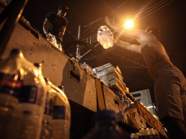 Família de SP enche caminhão com doações para levar até atingidos em MG - selo 1 (Foto: Fábio Tito/G1)
