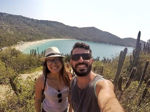 Praias como a do Forno, em Arraial, são os destinos prefeitos do casal (Foto: Eduardo Torres/Arquivo Pessoal)