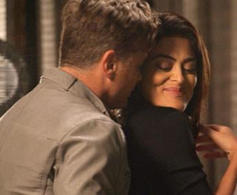 O casal chega todo animadinho, mas é supreendido (Foto: TV Globo)