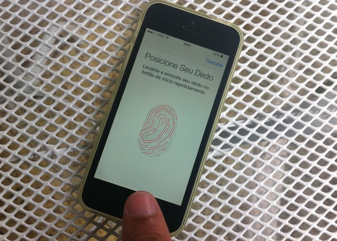 Utilizando as configurações do Touch ID do iPhone para vincular uma nova impressão digital ao iOS (Foto: Reprodução/Marvin Costa)