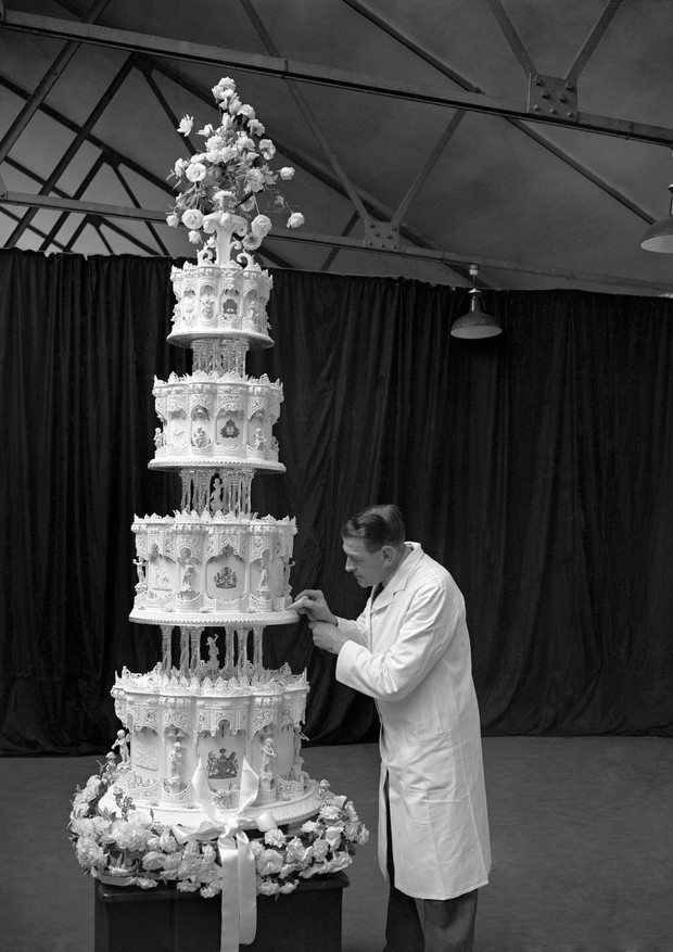 The official wedding cake to be cut by H.R.H. Princess Elizabeth at the weding reception was on view today (Friday) at the Harlesden works of Messrs. McVitie & Price. The cake is of four tiers. stands nine feet high and weighs about 500-lb. The tiers are  (Foto: PA Archive/PA Images)