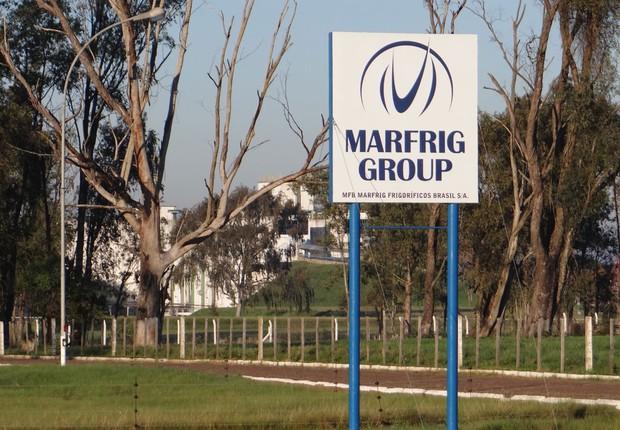 Entrada da fábrica da Marfrig em Alegrete, no Rio Grande do Sul (Foto: Reprodução/Twitter)