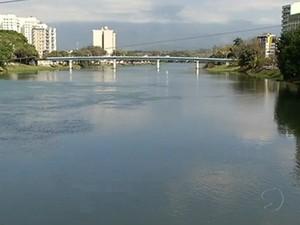 Rio Paraíba do Sul, em Resende (Foto: Reprodução/TV Rio Sul)