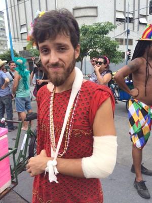 João Gila, que teve o cotovelo fraturado ao ser agredido pela Guarda Municipal (Foto: Cristina Boeckel/G1)